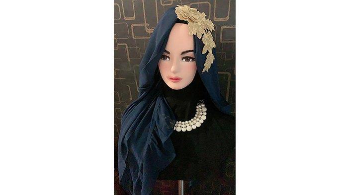 Eis Lucinta Produksi Hijab Bernuansa Modis di Awal Ramadan