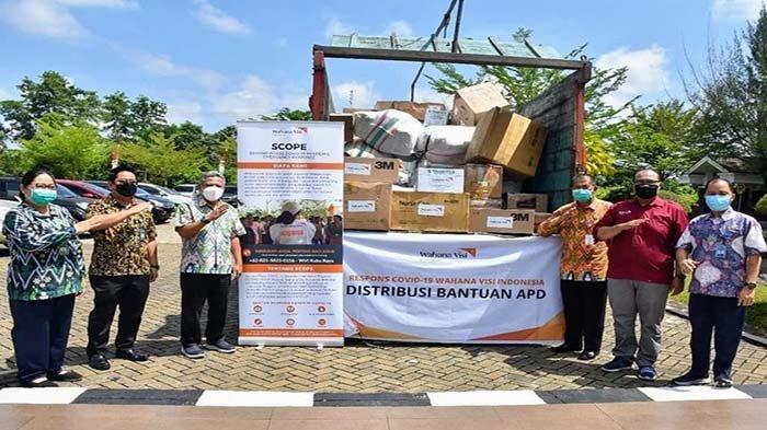 Wahana Visi Indonesia Distribusikan Bantuan Kemanusiaan APD COVID-19 ke Pemkab Kubu Raya