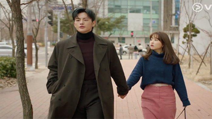 Sinopsis dan Trailer Doom At Your Service Episode 13: Myul Mang dan Dong Kyung Saling Tidak Mengenal