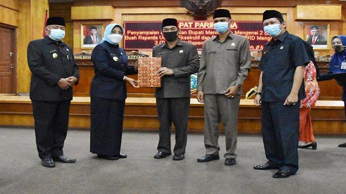 Pemkab Mempawah Sampaikan Dua Buah Raperda Kepada DPRD