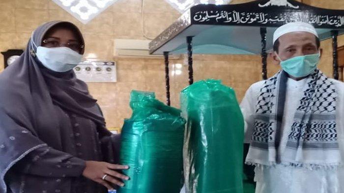 Lakukan Monitoring Ramadan di Masjid Nurul Jannah Semudun, Bupati Erlina Serahkan Tali Asih