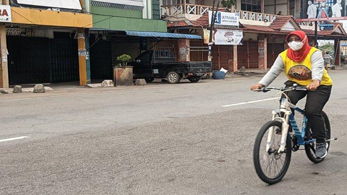 Tetap Jaga Imun Ditengah Pandemi Covid-19, Bupati Mempawah Erlina Isi Pagi Hari dengan Bersepeda