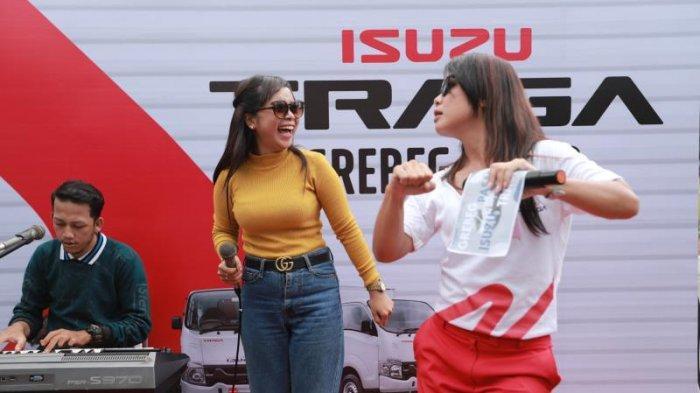 Lomba Karoke di Even Grebek Pasar Isuzu, Pemenang Bawa Pulang Uang Rp 1 Juta