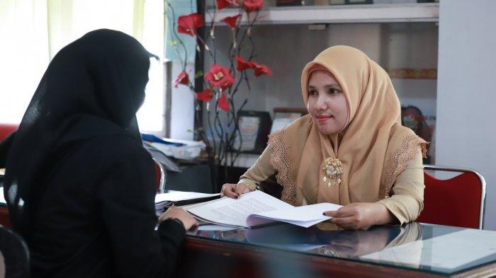 FOTO: Smart Women Dosen Agama Polnep Farida - farida-1.jpg
