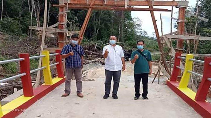 Bupati Darwis Monitoring Pembangunan Jembatan Desa Karya Bhakti