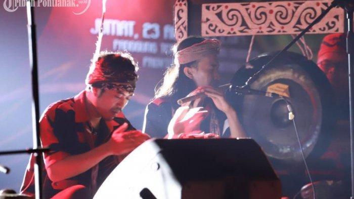 FOTO: Penampilan Peserta Festival Musik Dua Warna di Taman Budaya Kalimantan Barat - festival-musik-dua-warna3.jpg