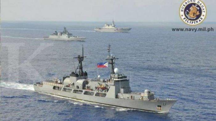 """FILIPINA """"Terkepung"""" Ratusan Kapal China, Duterte Dituduh Tergoda Rayuan Investasi"""