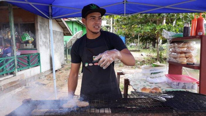 Rasa Daging, Begini Nikmatnya Burger Bakar ala Fit'z Rage di Pantai Telok Melano Malaysia