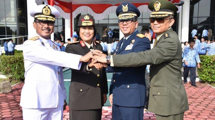 Komandan Lantamal XIIPontianak Hadiri Upacara Hari Lahir Pancasila di Kantor Gubernur Kalbar