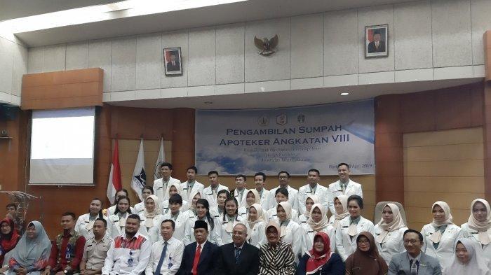 foto-bersama-ketua-pengurus-daerah-ikatan-apoteker-indonesia.jpg
