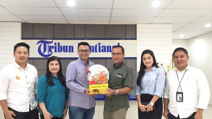 Pererat Silturahmi, Jajaran Management Hotel Harris Kunjungi Tribun Pontianak