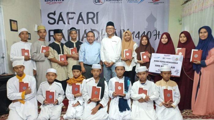 Dukung Safari Ramadan BUMN, Askrindo berbagi 1000 Al-Qur'an di Pontianak - foto-bersama-mohammad-wafdy-pimpinan-askrindo-cabang-pontianak.jpg
