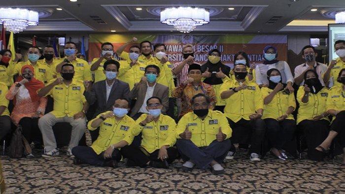 Foto bersama saat Ikatan Alumni Universitas Panca Bhakti Pontianak menggelar Musyawarah Besar ke II, di Hotel Mahkota, Pontianak, Kalbar, Sabtu 16 Januari 2021.