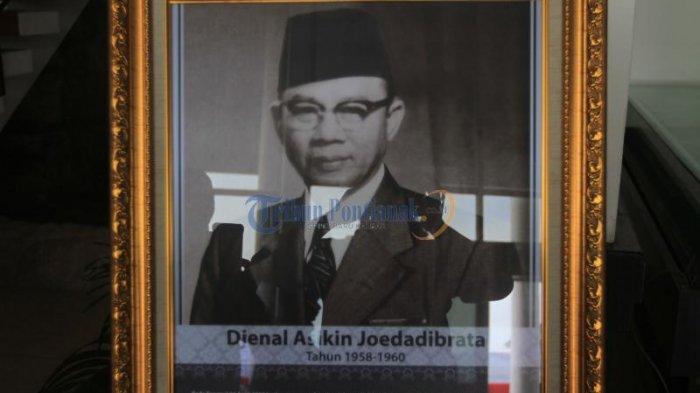 Inilah Foto-foto Gubernur Kalbar dari Masa Pimpinan Adji Panggeran Afloes Hingga Cornelis - foto-foto-gubernur-kalimantan-barat_20170131_134314.jpg