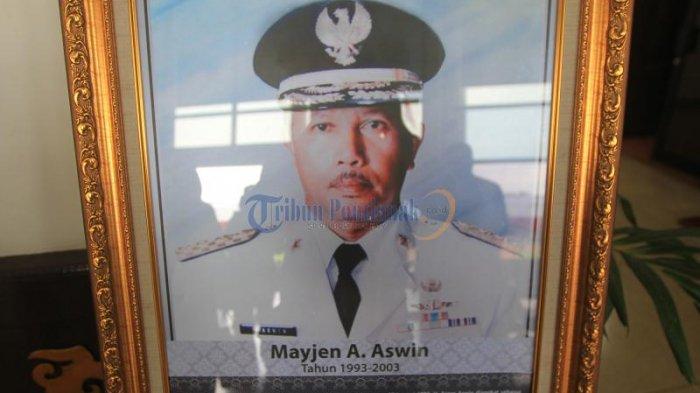 Inilah Foto-foto Gubernur Kalbar dari Masa Pimpinan Adji Panggeran Afloes Hingga Cornelis - foto-foto-gubernur-kalimantan-barat_20170131_135651.jpg
