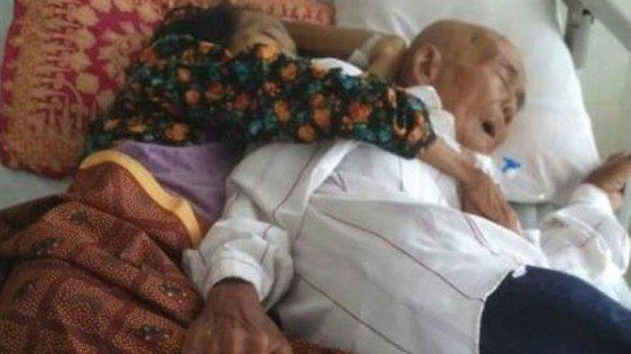 FOTO Romantisme Pasangan Kakek dan Nenek Viral Media Sosial, Tidur Seranjang di Rumah Sakit