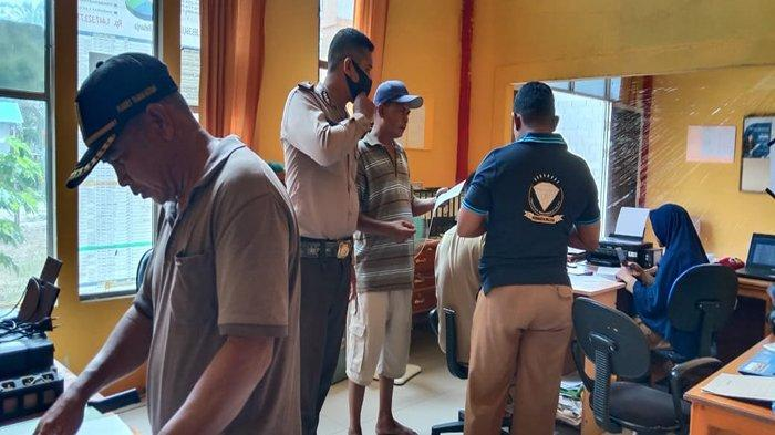 Bhabinkamtibmas Desa Tanah Hitam Ajak Warga Patuh Gunakan Masker