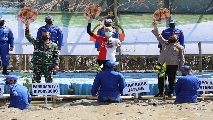 Ganjar Siap Tancap Gas Program Tanam Sejuta Mangrove di Pantai Jawa Tengah