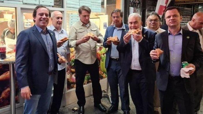 GARA-GARA Belum Vaksin, Presiden Brasil Kepergok Makan di Pinggir Jalan Tak Boleh Masuk di Restoran
