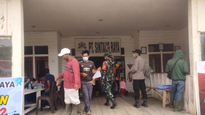 Ratusan Orang Kecamatan Kubu Hadiri Gerai Vaksin Presisi Polri di PT Sintang Raya Kubu Raya