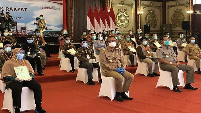 Perwakilan Masyarakat dari 10 Kabupaten di Kalbar Terima Sertifikat Tanah dari Jokowi secara virtual