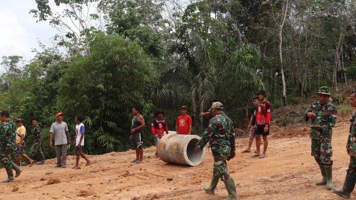Satgas TMMD Bersama Warga Mulai Pasang Gorong-Gorong di Titik Kedua Jalan Jonti