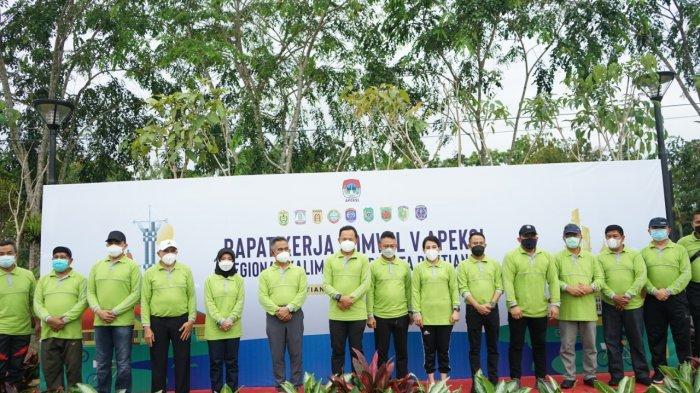 Peserta Apeksi Regional Kalimantan Teriakan Tagline Bank Kalbar