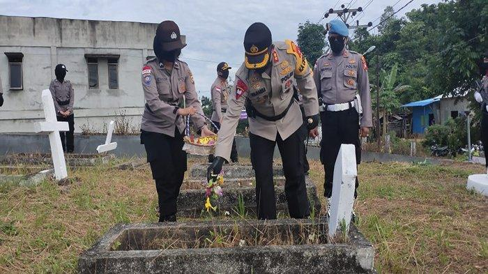 Hari Bhayangkara ke-74, Kapolres Bengkayang Tabur Bunga di Taman Makam Bahagia