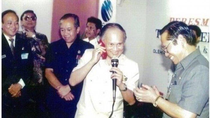 BJ Habibie dan Peran Besarnya di Balik Kelahiran Telkomsel, Bermula di 1993 Saat Jadi Menristek