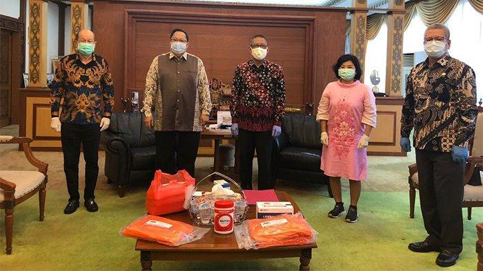 Peduli Covid-19 Perhimpunan Tionghoa Kalbar-Indonesia Serahkan Bantuan ke Gubernur Kalbar Sutarmidji