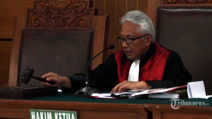Menangkan Setya Novanto, Hakim Cepi Rajin Salat Meski Terbentur Sidang