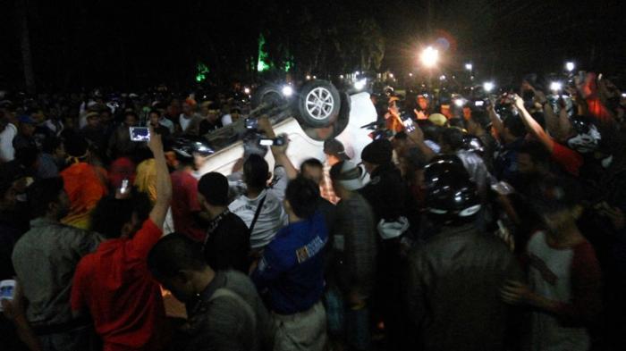 BREAKING NEWS: Mempawah Mencekam, Massa Rusak Mobil Milik Eks Gafatar