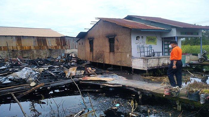 Dilalap Api, Dua Unit Rumah Rata Dengan Tanah, BPBD Pontianak Kirimkan Bantuan