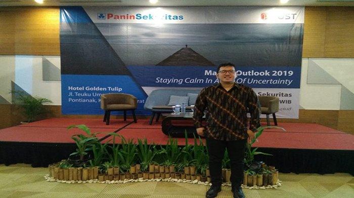 Panin Sekuritas Cabang Pontianak Gelar Seminar Market Outlook 2019 - head-of-research-panin-sekuritas-nico-laurens-menjadi-narasumber-sabtu-1622019.jpg