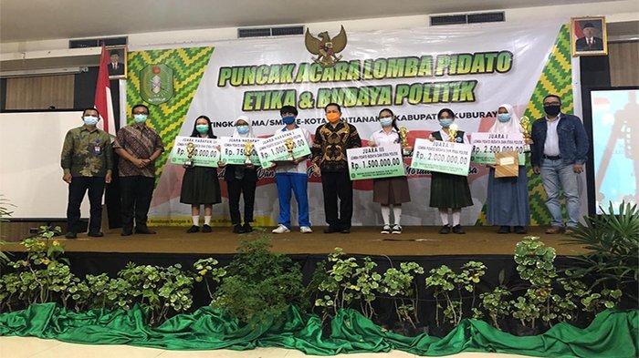 Kesbangkol Kalbar Beri Pendidikan Etika dan Budaya Politik lewat Lomba Pidato Tingkat SMA/SMK