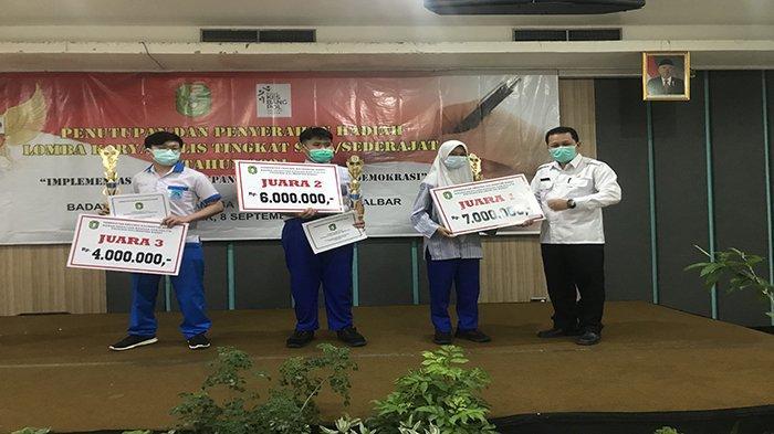 Pelajar SMAN 1 Pontianak Juara Lomba Karya Tulis tingkat SMA se-Kalbar