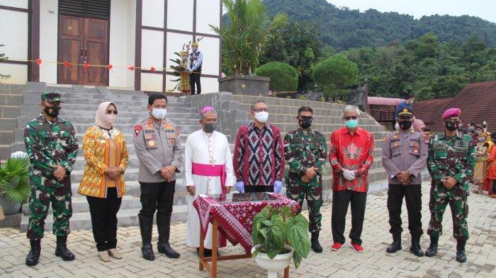 Gubernur Sutarmidji Resmikan Rumah Retret St Johanes Paulus II Anjongan, Uskup: untuk Banyak Orang