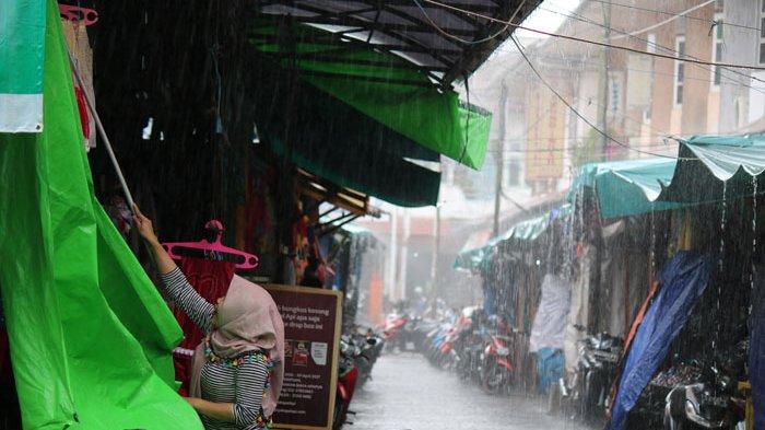 23 PROVINSI Waspada Cuaca Ekstrem Sabtu 13 Februari 2021 - Awas, Hujan Lebat Disertai Angin Kencang