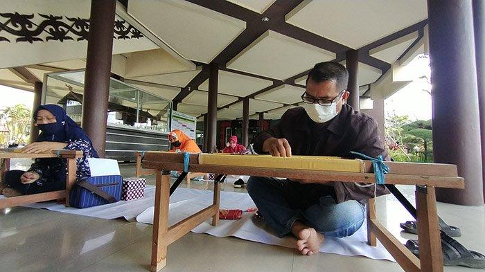Ikut Program Menyulam Kalengkang, Ibrahim Ingin Padukan Teknik Sulam Kalengkang Dengan Tanjak