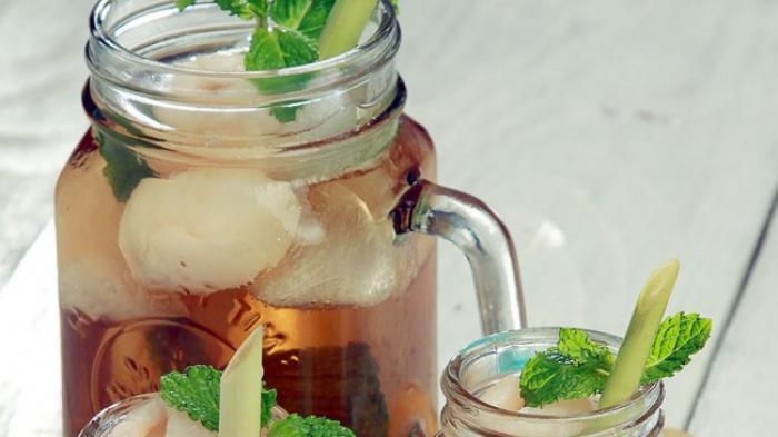 Ice Lychee Tea Favorit Alyssa Soebandono dan Dude Herlino, Seperti ini ...