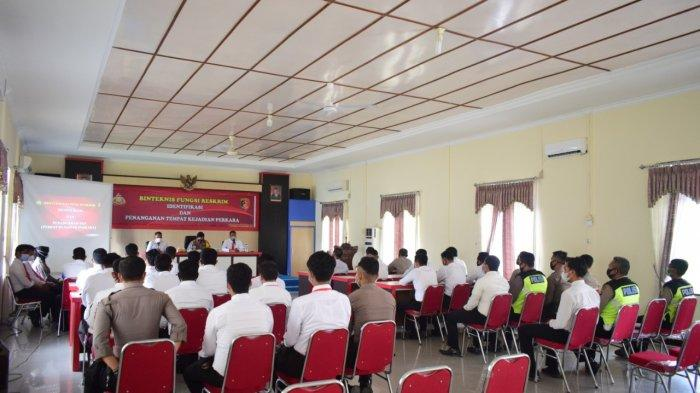 Suasana kegiatan binteknis mengenai identifikasi dan penanganan tempat kejadian perkara (TKP) yang diselenggarakan Sat Reskrim Polres Sekadau, Senin 22 Februari 2021.
