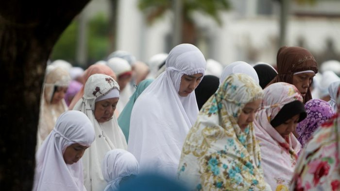 Bacaan Niat Solat Maghrib dan Lafaz Wirid Doa Setelah Salat Magrib & Keutamaan Shalat di Awal Waktu