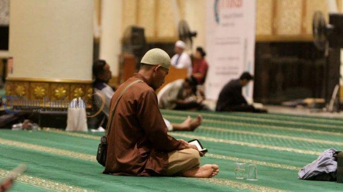 Empat Penghalang Seseorang untuk Meraih Kemuliaan Malam Lailatul Qadar