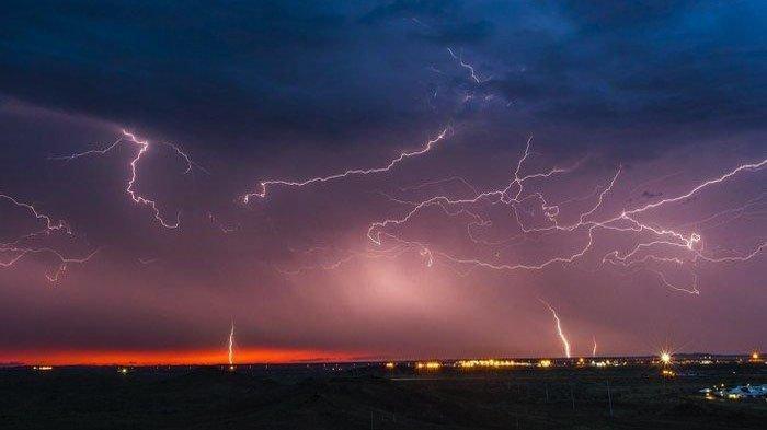 Peringatan Dini Cuaca BMKG Rabu 5 Mei 2021, Hujan Petir Berpotensi Terjadi di Kalbar dan 25 Wilayah