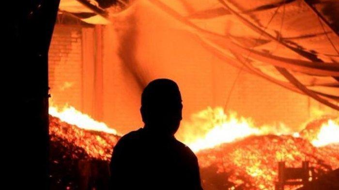 Kronologi Bocah Menangis Selamatkan Bayi saat Rumah Mereka Terbakar! Untungnya Anak Itu Pintar