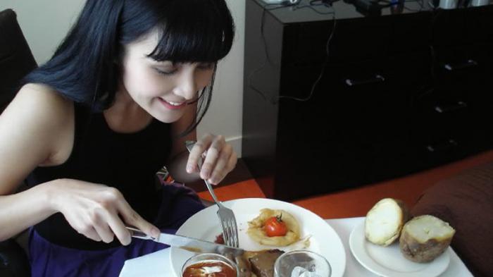 3 Tips Banyak Makan Tapi Badan Tetap Ideal, Coba Yuks