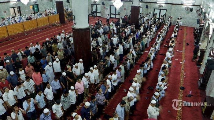 Niat Sholat Lima Waktu: Subuh, Zuhur, Asar, Magrib dan Isya, Salat Sendiri dan Solat Sebagai Makmum