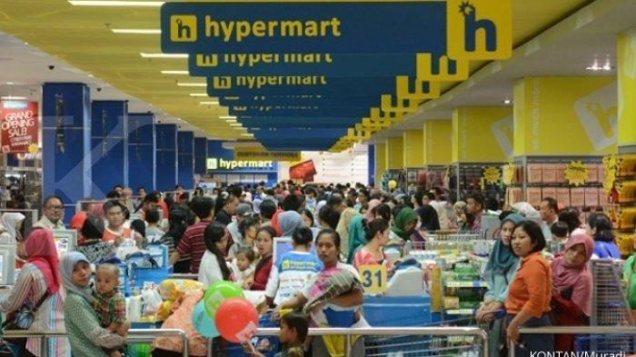 ILUSTRASI warga berbelanja di Hypermart