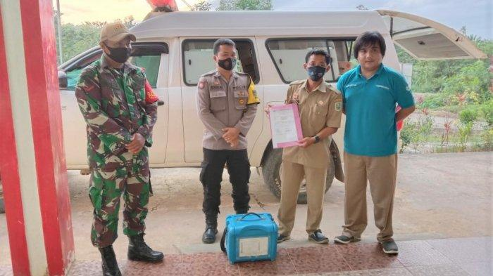 Personel Polsek Noyan Kawal Pendistribusian Vaksin Covid-19 Tahap 1 Menuju Puskesmas Noyan