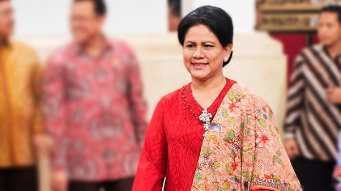 Jokowi Berbincang Dengan Prabowo, Ekspresi Iriana Bikin Tanda Tanya? - iriana-jokowi_20171002_110553.jpg